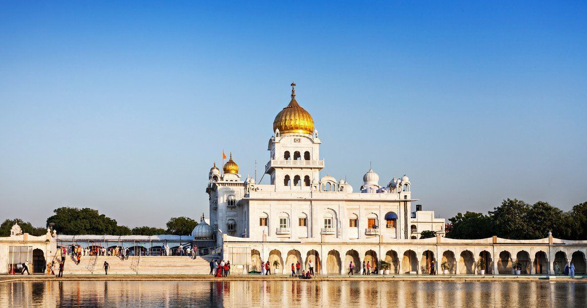 6-Hour: Delhi Temples + Spiritual Sites Tour